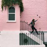 escalier-immeuble-rose